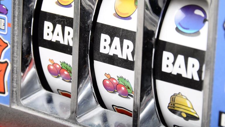 Online slots makina automatike